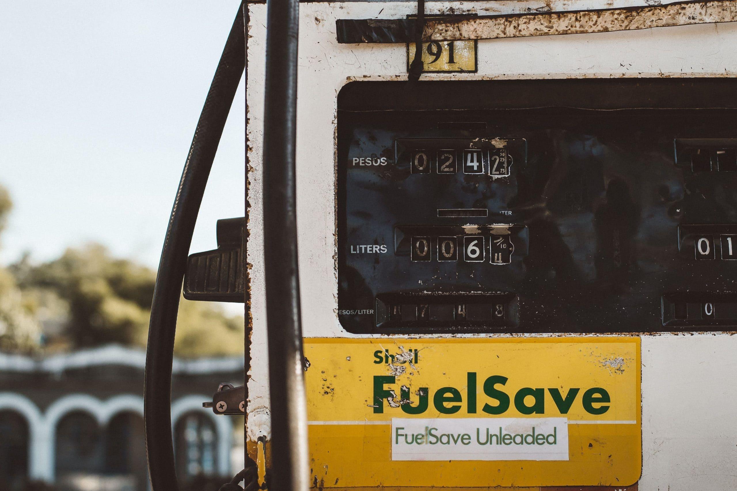法人ガソリン代のムダを減らす経費削減方法とは。経費としての特徴から削減アイデアまで徹底解説